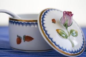 Bild Zuckerdose aus Porzellan verziert