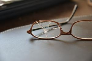 Bild kaputte Brille