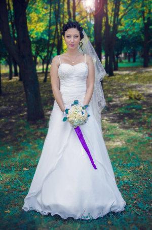 Bild Braut in Brautkleid mit Brautstrauß