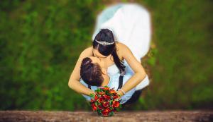 Bild Brautpaar im Park