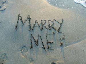 In Sand geschriebenes Marry Me
