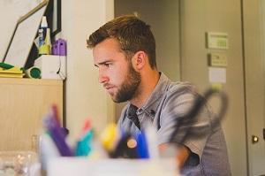 Bild Werkstudent beim Arbeiten
