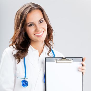 Ärztin mit weißem Kittel