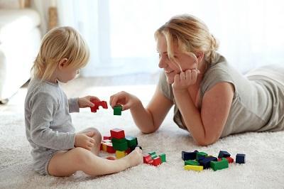 Babysitter mit Kleinkind