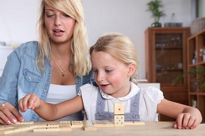 Babysitter mit Schulkind
