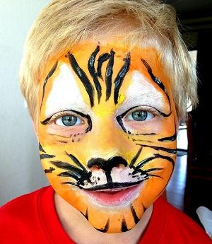 Bild Kleiner Junge, geschminkt als Tiger