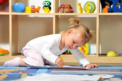 Bild von Kindergartenkind beim Malen