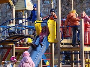 Spielplätze sind bei Kindern sehr beliebt.