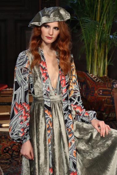 Bild Model trägt Mara Hoffman