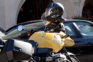 Bild blau, weiß, schwarzes BMW Logo