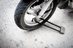 Bild Motorradreifen mit Bügelschloss