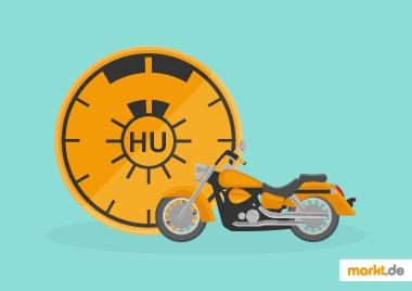 Bild oranges Motorrad mit Tüv-Plakette für Hauptuntersuchung im Hintergrund