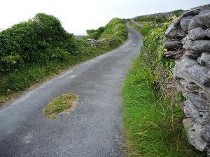 Bild kurvige Straße in Irland