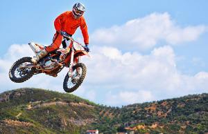 Bild Motorcross-Fahrer in oranger Kleidung