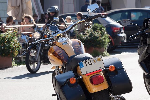 Bild gelbes Motorrad