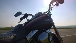 Bild Motorradlenker im Sonnenlicht