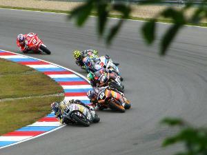 Bild Motorräder auf Rennstrecke
