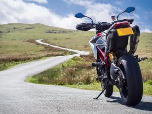 Bild sportliches Motorrad auf Straße
