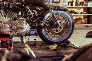 Bild Motorrad in Werkstatt