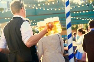 Bild Bier wird serviert
