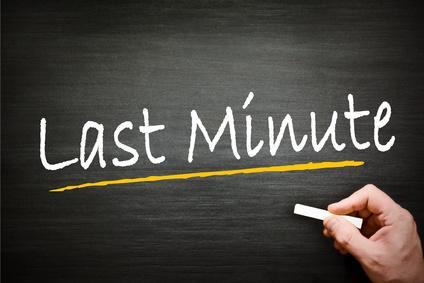 Bild Last Minute Schrift auf Tafel