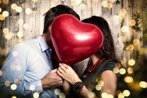 Paar mit Herzballon