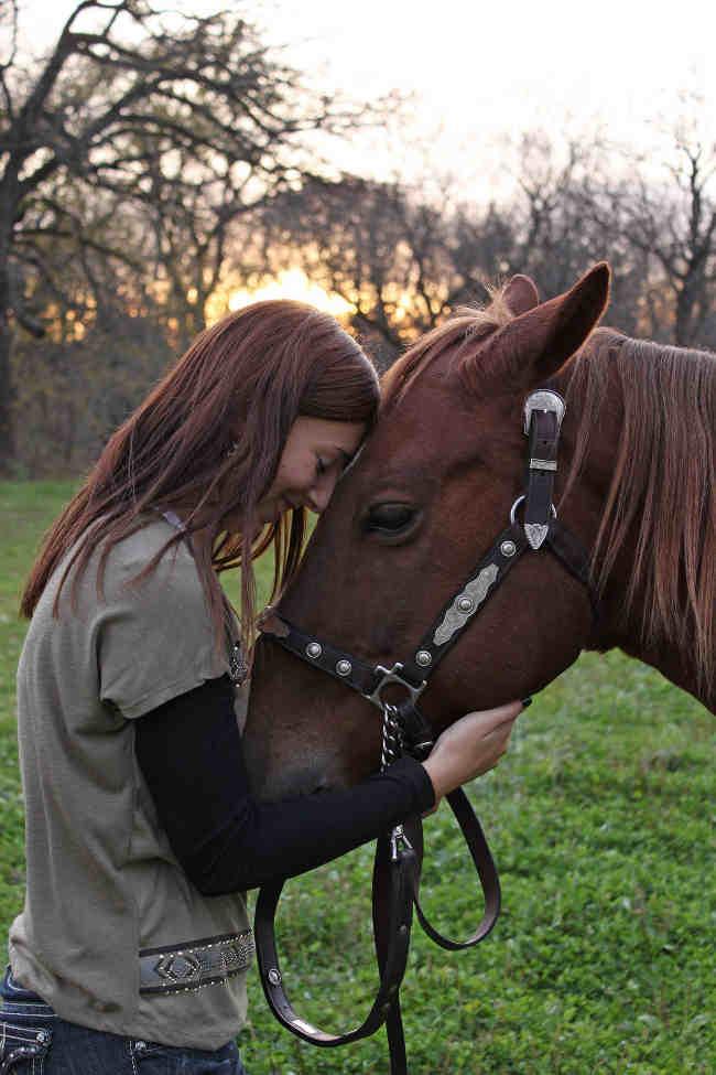 Pferd Spritzt In Frau