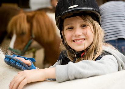 Bild von Kind mit Pferd
