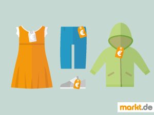 Bild oranges Kinderkleid, Kinderjeans, Kinderschuhe und grüne Kinderjacke