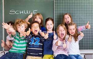 Bild Kinder freuen sich über den ersten Schultag