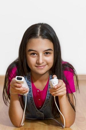 Bild Mädchen spielt Wii
