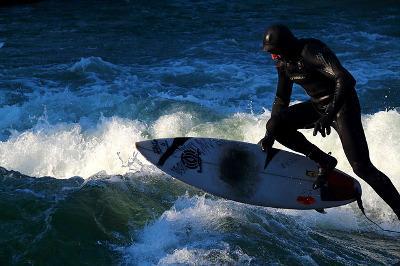Bild Surfer im Surfanzug