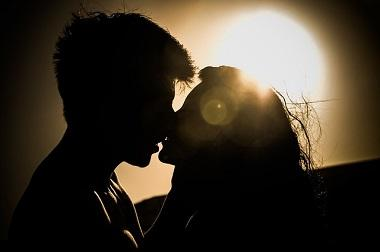 Bild erster Kuss