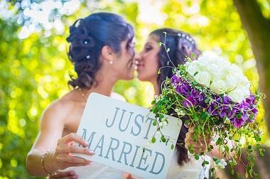 Bild lesbisches Paar / gleichgeschlechtliche Ehe