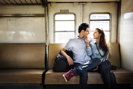 Flirten im Zug kann äußerst vielversprechend sein