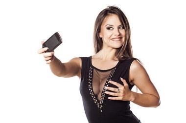 Frau macht erotisches Selfie