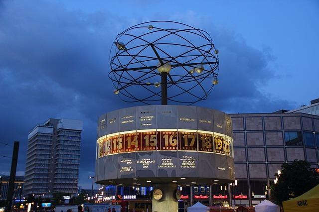 Bild Alexanderplatz bei Nacht