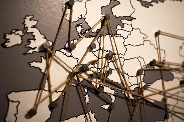 Bild Landkarte mit abgesteckten Reisezielen