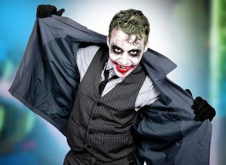 Bild von Mann im Clown Kostüm
