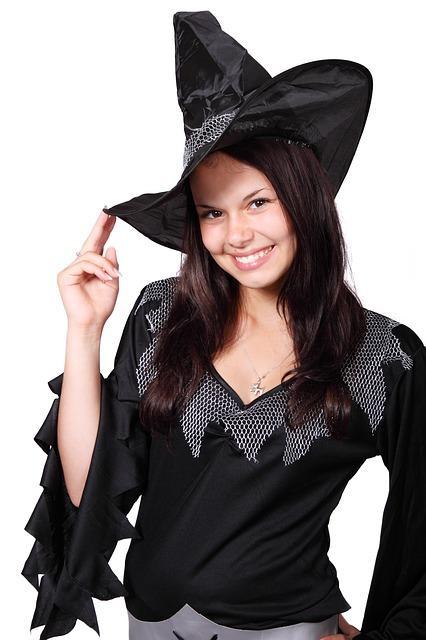 Bild Frau im Halloween-Kostüm