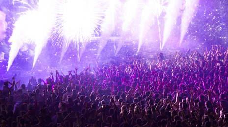 Bild Massen feiern