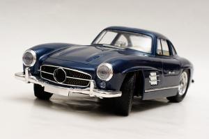 Bild blau-schwarzes Modellauto