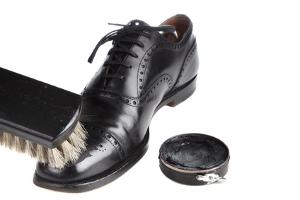 Bild Schuhpflege glatte Lederschuhe