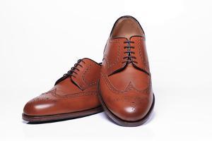 Schuhe weiten und enger machen mit simplen Tricks |