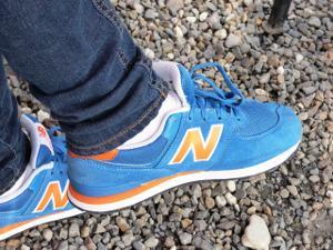 Bild hellblaue Sneakers