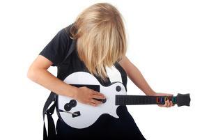 Bild Kind spielt Guitar Hero