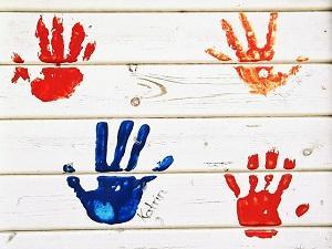 Handabdrücke von Kindern