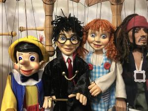 Marionetten von bekannten Figuren