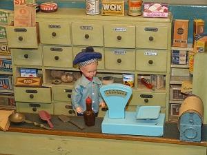 Einkaufsladen einer Puppenstube.