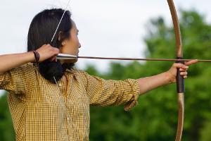 Bild Bogenschießen Frau